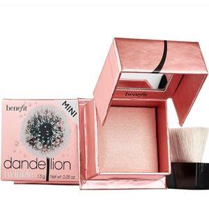 Benefit Dandelion Twinkle Highlighter Powder